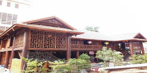 Mẫu nhà sàn gỗ nghiến đồ sộ – sự lựa chọn hàng đầu của giới đại gia