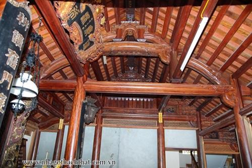 Tại sao gỗ lim được ưa chuộng trong kiến trúc nhà gỗ cổ Việt Nam?