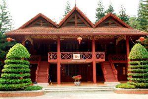 Mẫu thiết kế nhà gỗ 2 tầng hiện đại
